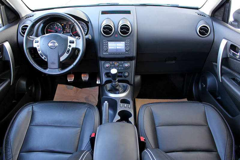 guma m rabljeno vozilo nissan qashqai 2 1 6 dci 130 ks. Black Bedroom Furniture Sets. Home Design Ideas