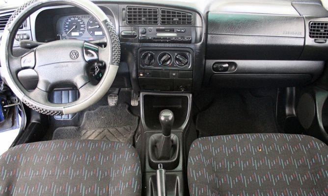 VW Golf 1.8 75 KS